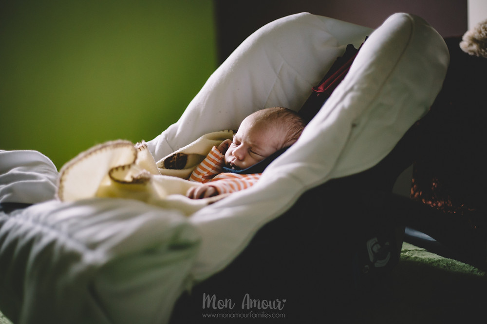 Reportaje newborn a domicilio, Fotografía natural de familias en Barcelona, Mon Amour Family Photography
