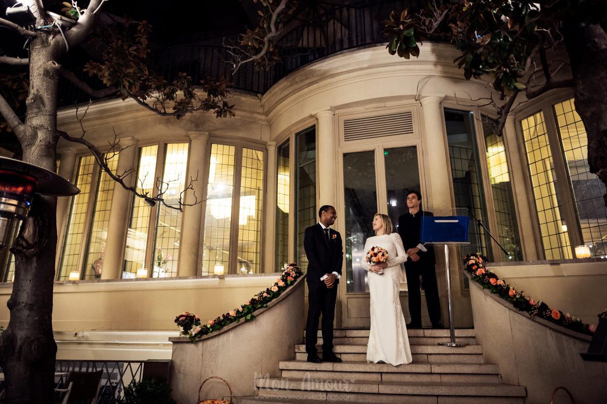 Boda nocturna en el centro de Barcelona, el Principal de l'Eixample, fotografía natural de bodas en Barcelona - Mon Amour Wedding Photography by Mònica Vidal