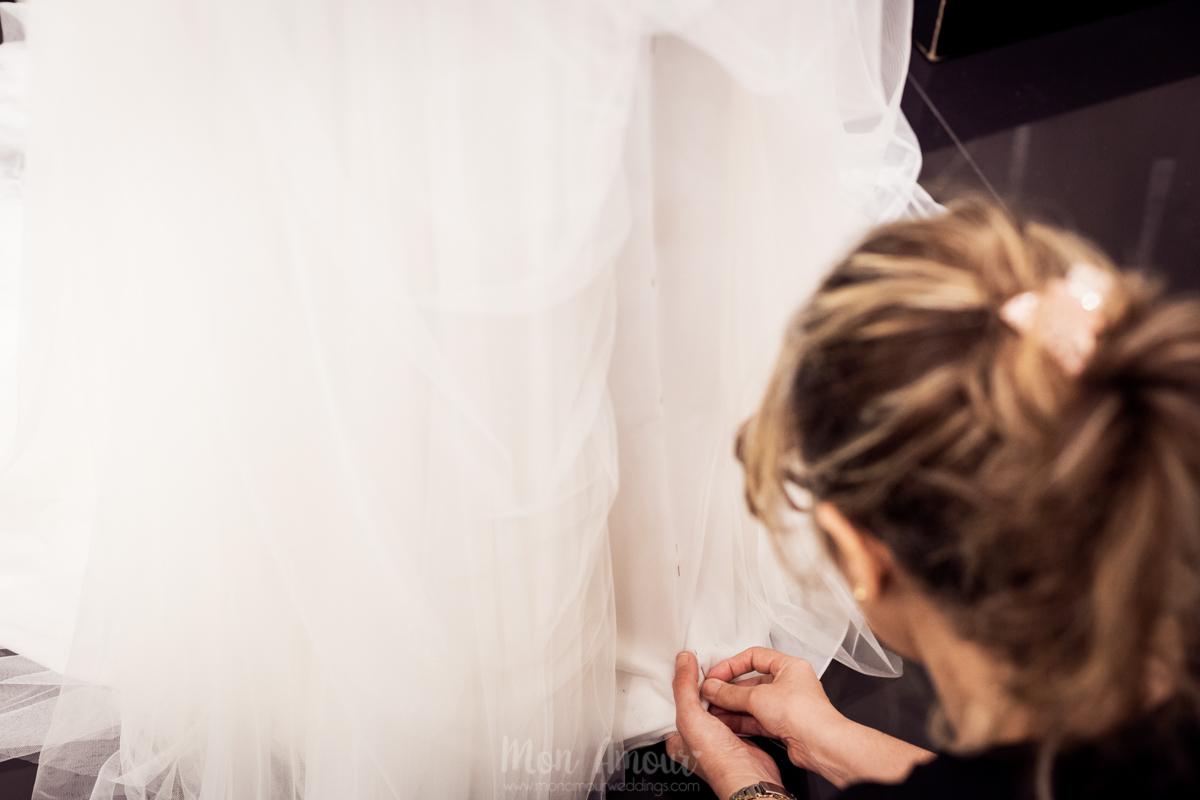 Bride's Look, reportaje prueba de vestido de novia en Aire Barcelona - fotografía natural de bodas en Barcelona, Mon Amour Wedding Photography by Mònica Vidal