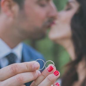 Anillos de compromiso, alianzas y detalles bonitos