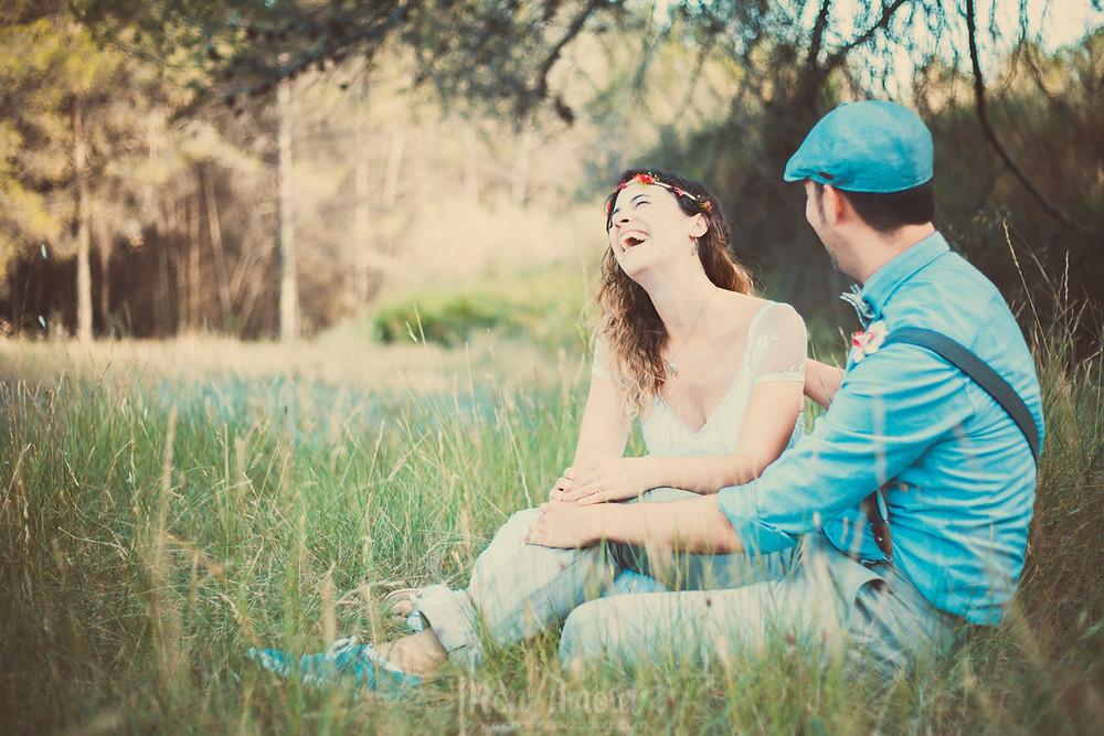 Postboda y Trash the Dress, atardecer en el bosque y la playa, vestido de novia de Charo Ruiz Ibiza, ramo de flores preservadas de Sweet Bohème, fotografía de bodas natural en Barcelona - Mon Amour Wedding Photography
