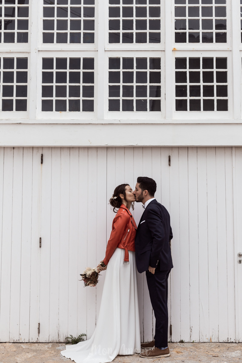 Postboda en la playa, la leyenda del hilo rojo, fotografía natural de bodas en Barcelona - Mon Amour Wedding Photograhy by Mònica Vidal
