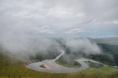 Brume sur la rivière Léfini