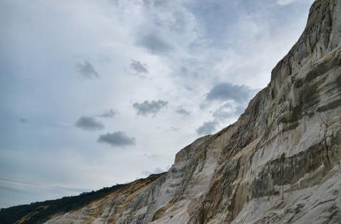 Ciel gris sur les falaises