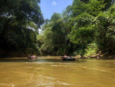 Descente de la rivière en bouée