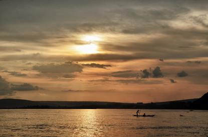 Piroguiers sur le fleuve Congo
