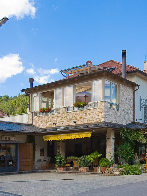 Casa del Vino Haus.jpg