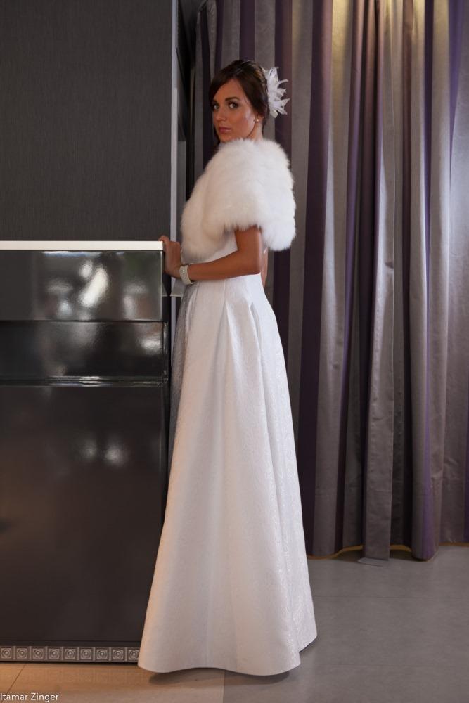 שמלות כלה ולנטינה ברוקד  weddidng dresses valentina brockad side.jpg