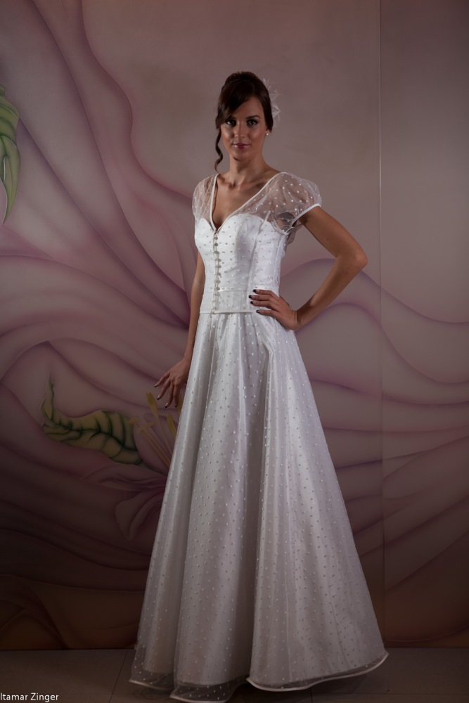 שמלות כלה ולנטינה גזרת נסיכה טול רקום על מחוך  weddidng dresses valentina A line
