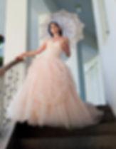 שמלת כלה מחוך עם תחרה וקרנולינה בגווני אפרסק עדין