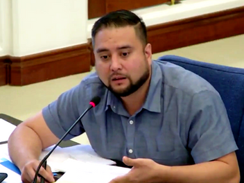 Guam governor keeps legislators busy but doesn't get his way