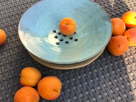 Mmmmmm! Les fruits d'été.... je lave, je mange! Coupelle «passoire», idéale de l'évier à la table!