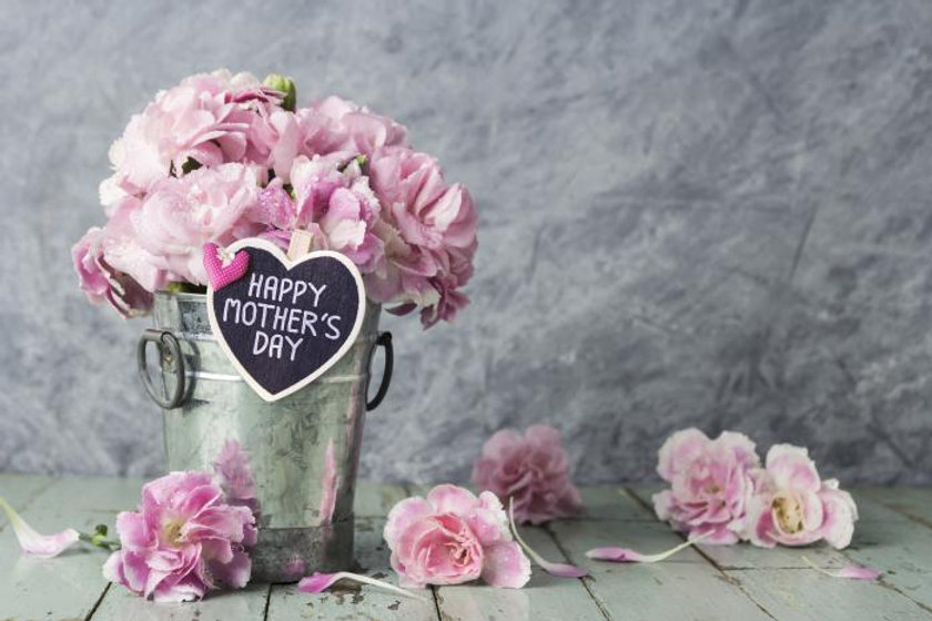 happy-mother-s-day-note-and-gift-rose-in