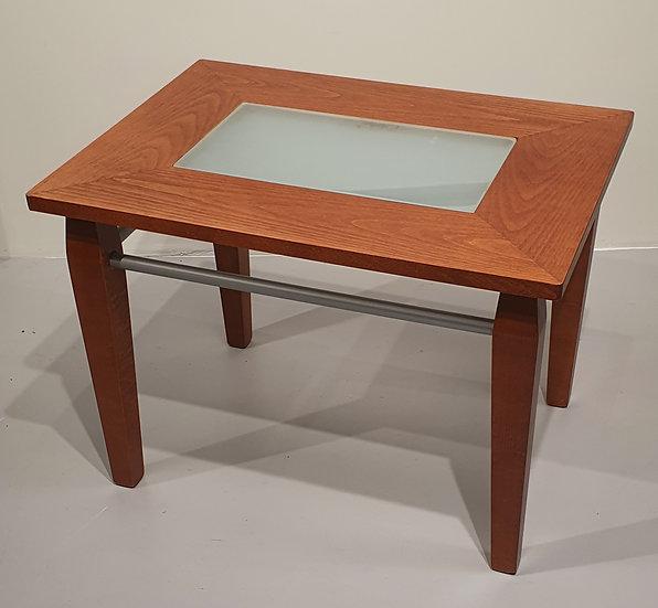 Bord med glassplate i midten