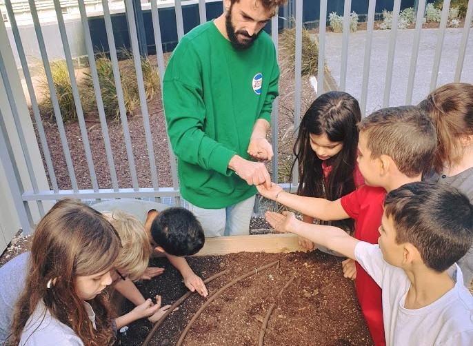 לימודי חקלאות בבית הספר בלפור