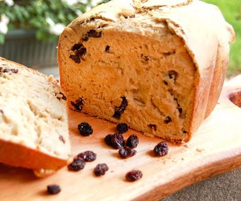 Pan dulce de pasas con canela