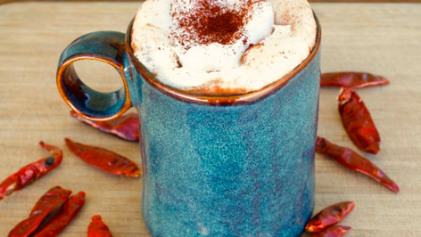 Chocolate caliente con chile de árbol