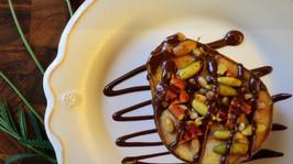 Peras al horno con nueces y chocolate fundido