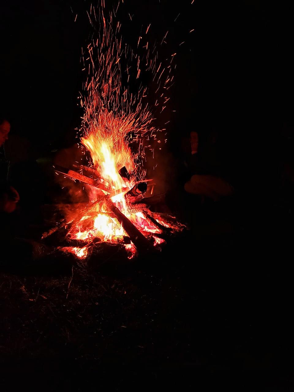 Larissa Shanti Fonseca pitta fogo chamas