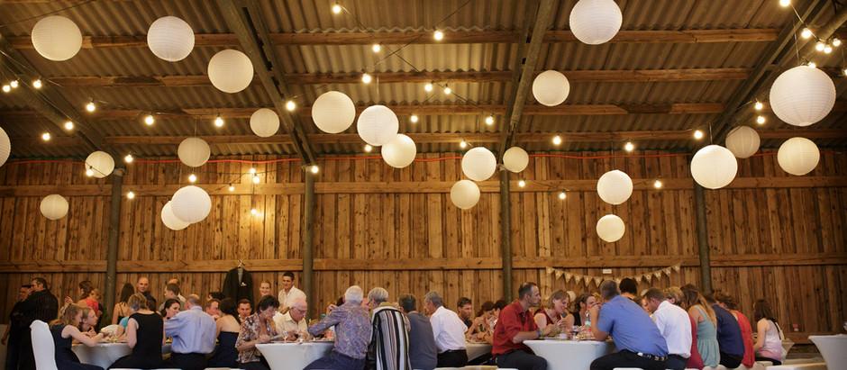 Wunderschöne Hochzeit auf einem Bauernhof