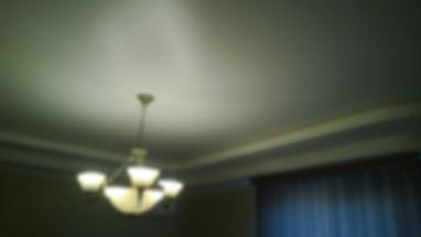 сатиновый натяжной потолок в спальне
