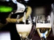 Bulles et spa. Le champagne servie en chambre