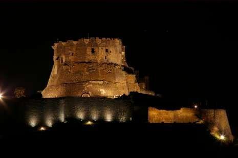 chateau de murol de nuit