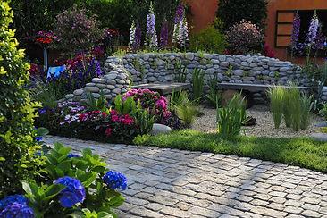 garden-5085356_1920.jpg