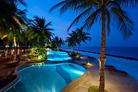 Royal_Island_swimming pool 01.jpg
