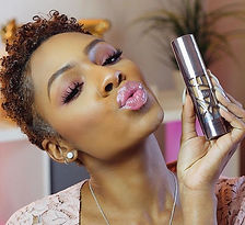 You can take her swimming on the first date 😏 Foundation Friday review on the _urbandecaycosmetics
