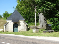 le_village_Chapelle_Sainte-Anne_arc