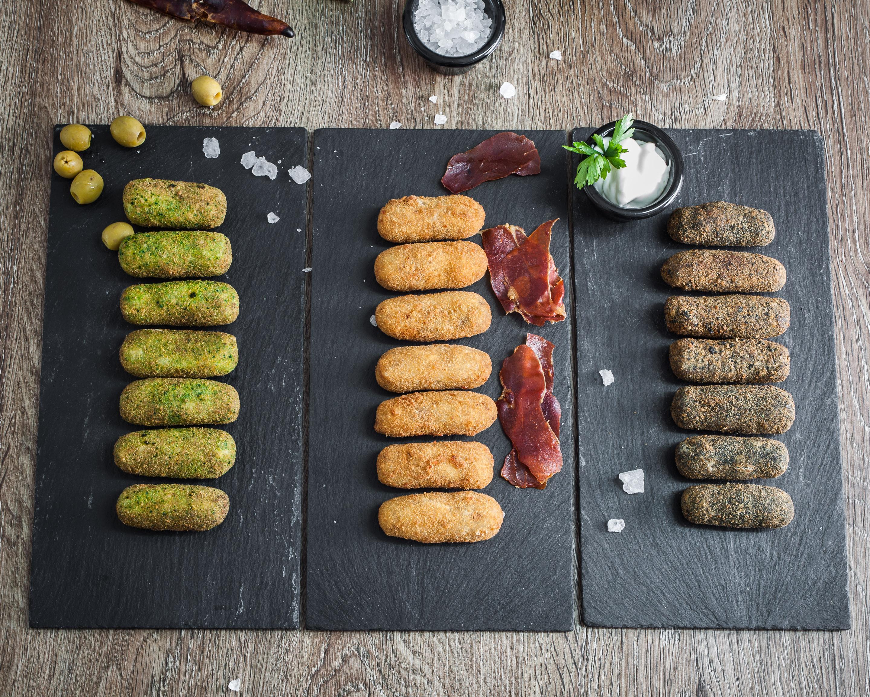 La cocina de Javier_ Croquetas rellenas Variedaes Aceituna -Jamon -Calamar_ 2880x2304-4250