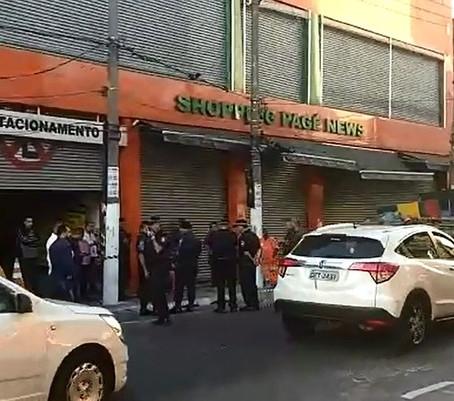 Prefeitura de SP interdita shopping irregular no Brás.