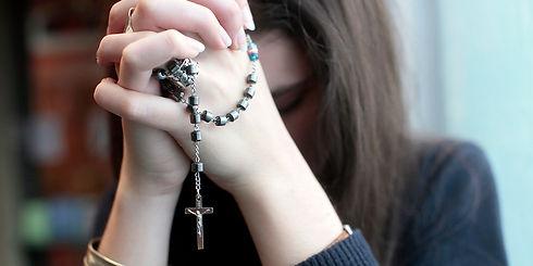 web3-pray-rosary-woman-prayer-spiritual-