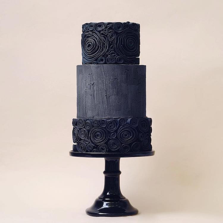 Wedding Cakes in Bedfordshire, Black Wedding Cakes, Modern wedding cakes