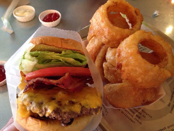 Meeting Breaks: An Over-the-Top Burger Without Over-the-Top Crowds