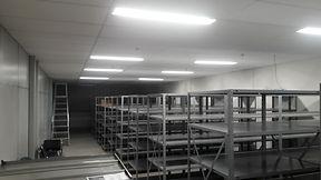 Stock Mudanças comerciais RJ, com desmontagem e montagem de estantes.