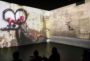 Proiezione-delle-opere-di-Banksy-con-con