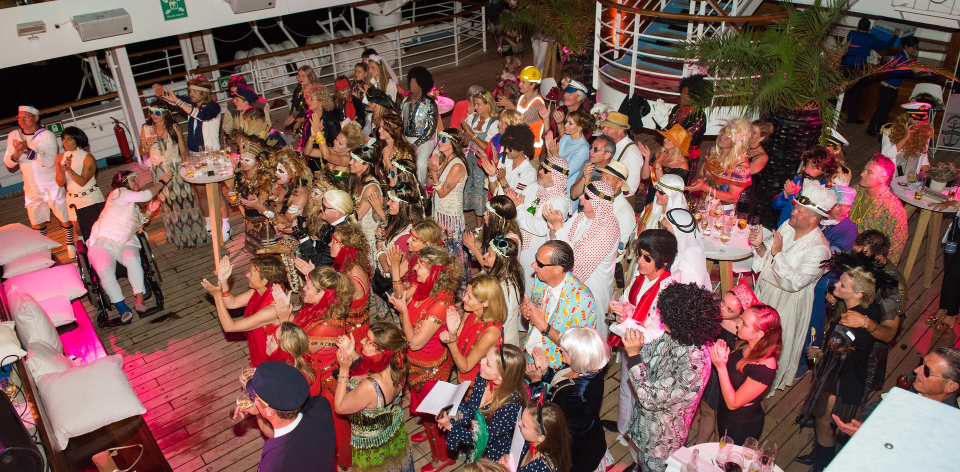 feest-organiseren-cruise-publiek.jpg