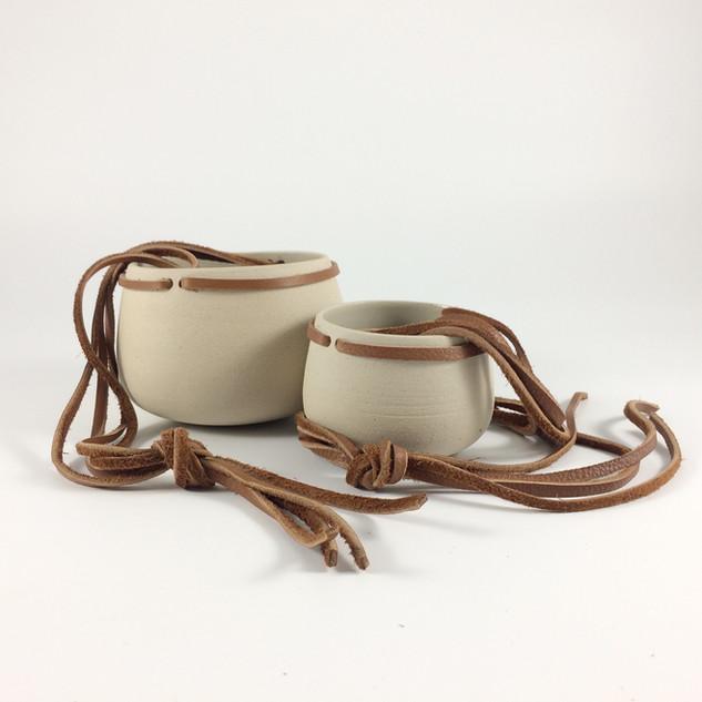 pots suspendus // cuir camel