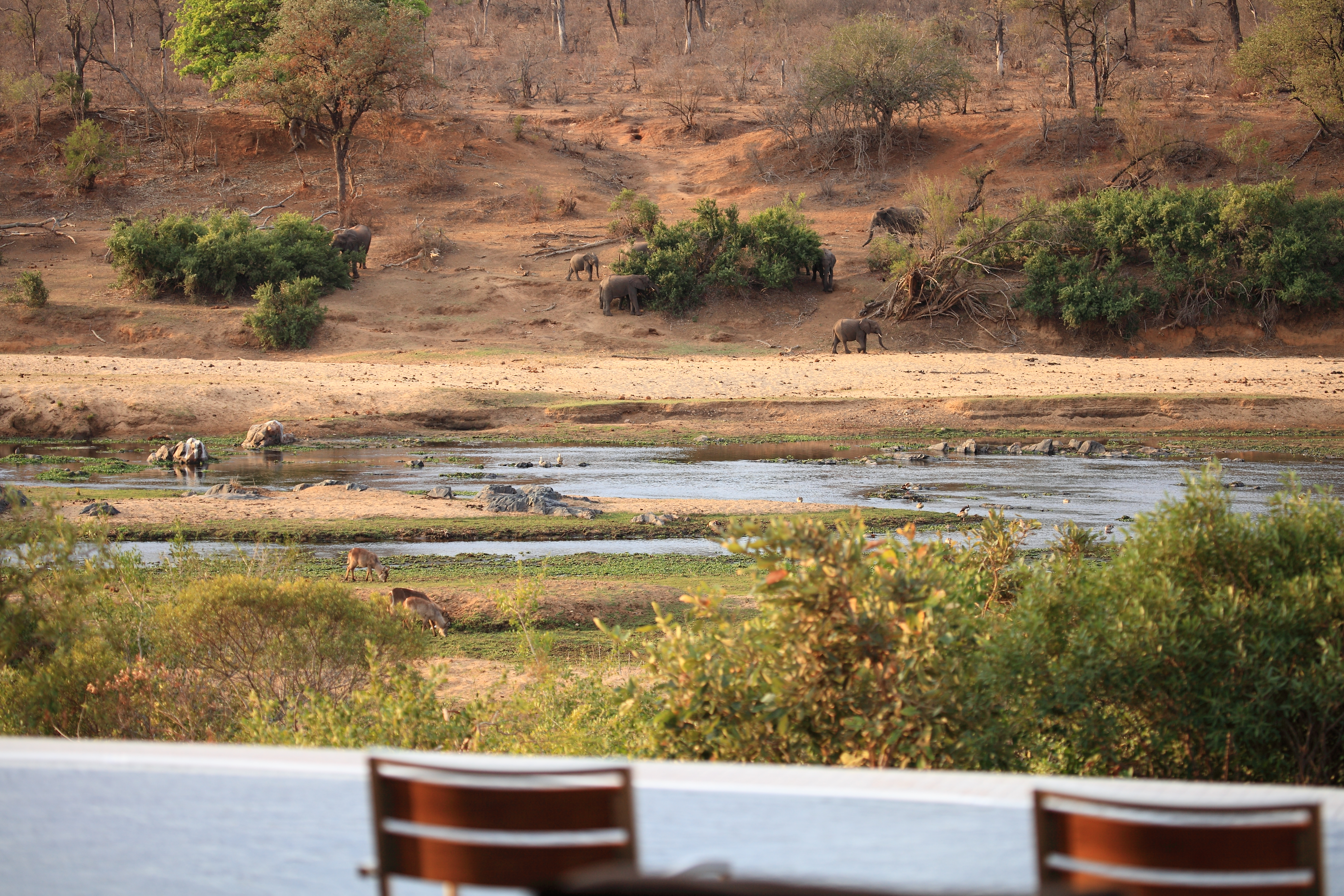 Relax with a view in Mjejane