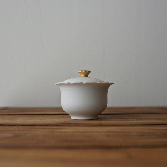 小林千恵 白磁金彩蓋碗01 | White porcelain gaiwan by Chie Kobayashi