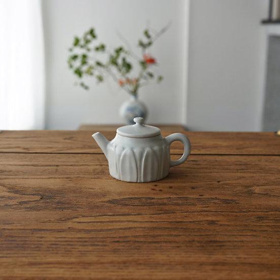 白瓷蓮弁紋茶壺A01 teapot