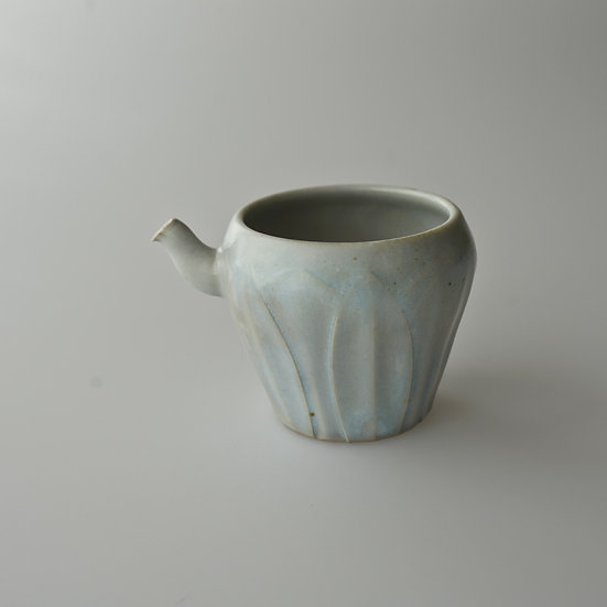 白瓷蓮弁紋茶海03 tea pitcher