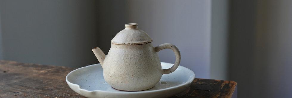 Teapot 02 by Baokun Sun | 孫宝坤 白釉茶壺02