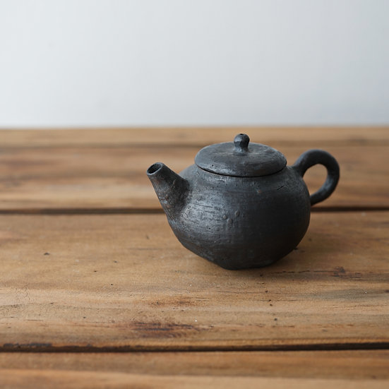 清水志郎  久米島朱泥土茶壺(還元) | Teapot (reduction) by Shiro Shimizu