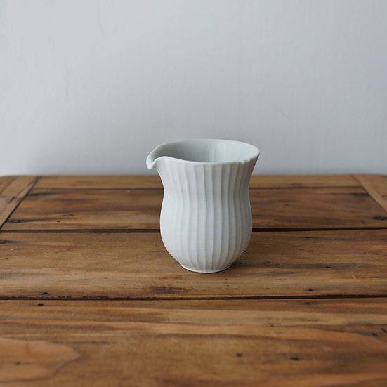 小林千恵 白磁ギザギザ茶海12 | White porcelain tea pitcher by Chie Kobayashi