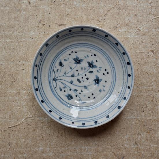 White porcelain dish (12cm) 07 by Tomoya Numata | 沼田智也 白磁四寸皿 07