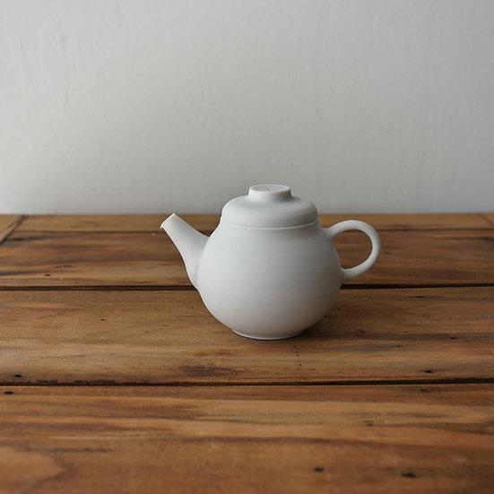 小林千恵 白磁梨型茶壺03 | White porcelain teapot by Chie Kobayashi