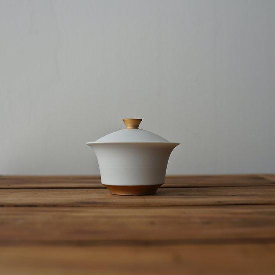 小林千恵 白磁金彩蓋碗09 | White porcelain gaiwan by Chie Kobayashi